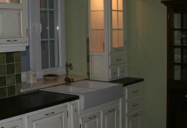 podświetlenie mebli kuchennych prowansalskich