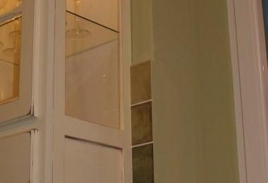 podświetlana szklana witryna kuchnia prowansalska