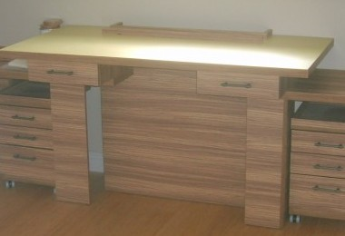 biurko drewniane na wymiar