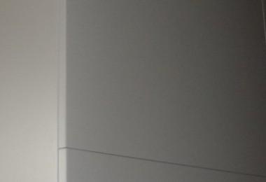biała duża szafa na wymiar
